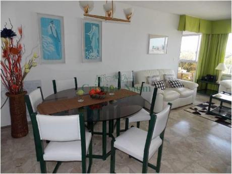 Apartamentos En Playa Mansa: Cni3101a