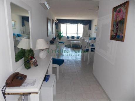 Apartamentos En Playa Mansa: Cni4532a