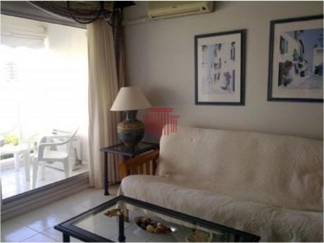 Apartamentos En Playa Mansa: Dyt10665a