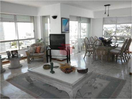 Apartamentos En Playa Mansa: Dyt1a