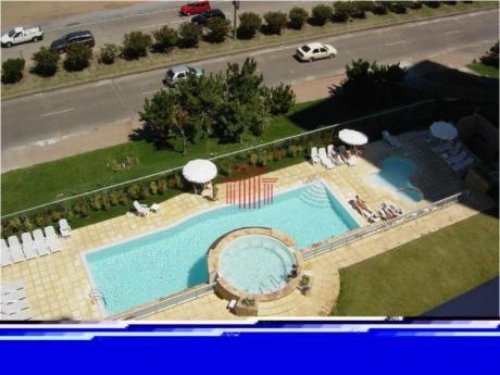 Apartamentos En Playa Mansa: Dyt5056a