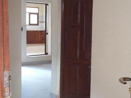 Departemento De 2 Dormitorios, Cocina, Baño Y Garaje, En Planta Baja.