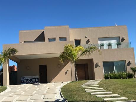 Vende Con Renta Casa En San Nicolás