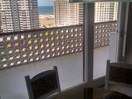 Apartamentos En Playa Mansa: Ipd1373a