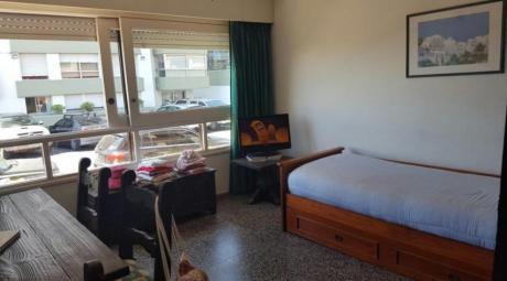 Apartamentos En Playa Mansa: Ipd1441a