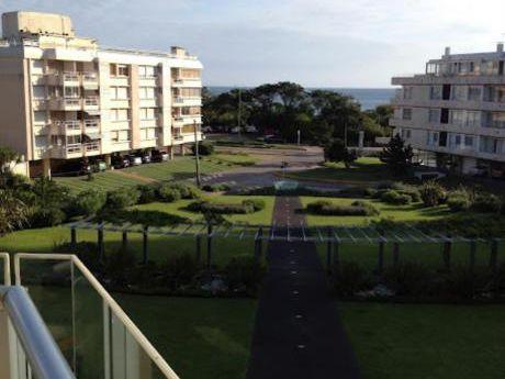 Apartamentos En Playa Mansa: Ipd3807a