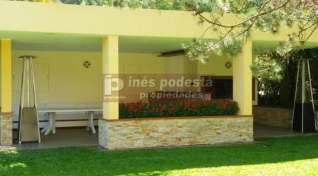 Casas En Playa Mansa: Ipd4803c