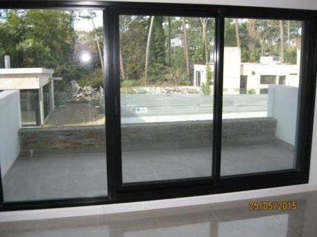 Apartamentos En Playa Mansa: Ipd7099a
