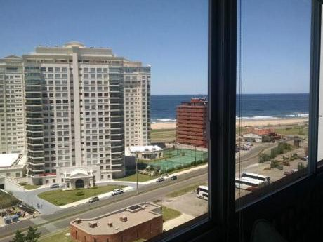 Apartamentos En Playa Mansa: Ipd7631a