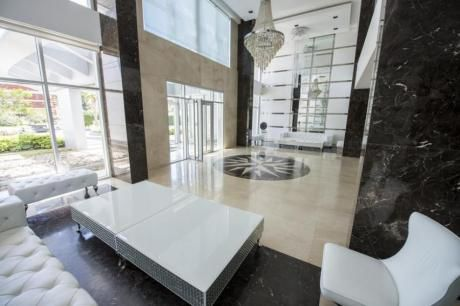 Apartamentos En Playa Mansa: Ipd8060a