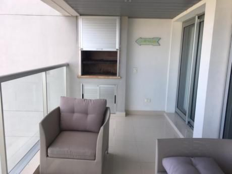 Apartamentos En Playa Mansa: Ipd8180a