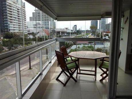 Apartamentos En Playa Mansa: Ipd8234a