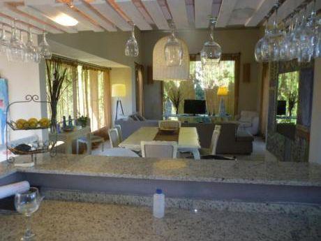 Preciosa Casa Con Piscina