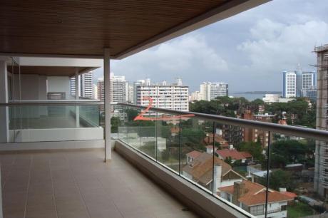 Apartamentos En Playa Brava: Lvn2173a