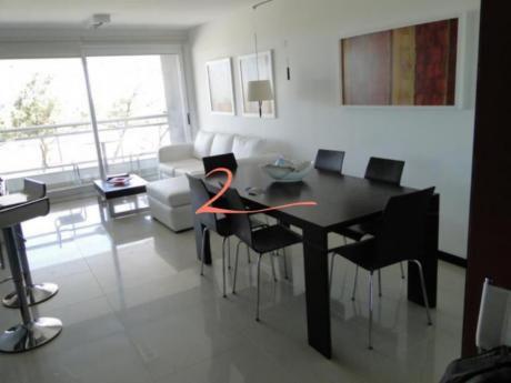 Apartamentos En Playa Mansa: Lvn2193a