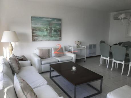 Apartamentos En Playa Brava: Lvn2784a