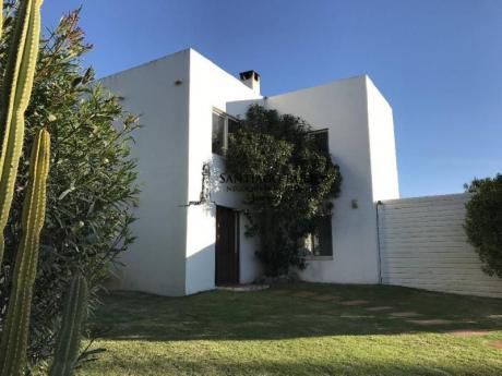 Casa En La Juanita De 3 Dormitorios