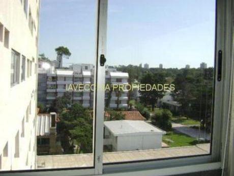 Apartamentos En Playa Mansa: Iav3606a