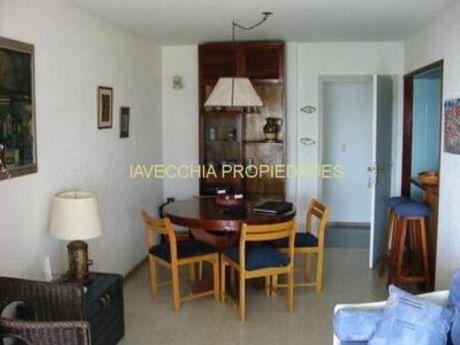 Apartamentos En Playa Mansa: Iav4455a