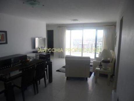 Apartamentos En Playa Mansa: Iav4676a