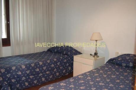 Apartamentos En Playa Mansa: Iav5080a