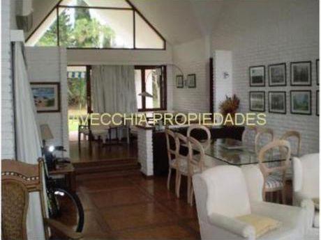 Casas En Playa Mansa: Iav6182c
