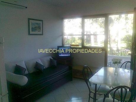 Apartamentos En Playa Mansa: Iav6421a