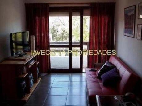 Apartamentos En Playa Mansa: Iav6864a