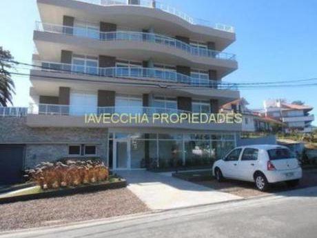 Apartamentos En Playa Mansa: Iav6944a