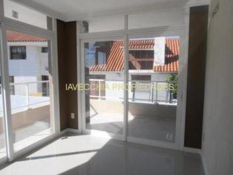 Apartamentos En Playa Mansa: Iav6945a