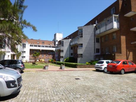 Apartamento Dãºplex. 2 Dormitorios. Complejo De Viviendas.