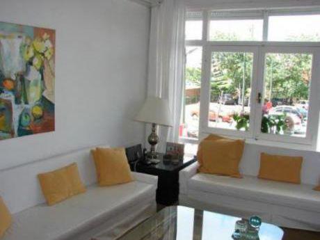 Apartamentos En Playa Mansa: Cte11106a