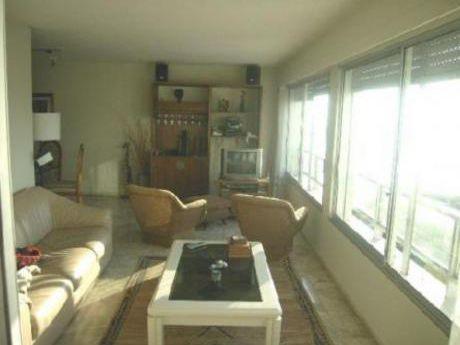 Apartamentos En Playa Mansa: Cte1597a