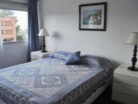 Apartamentos En Playa Mansa: Cte2148a