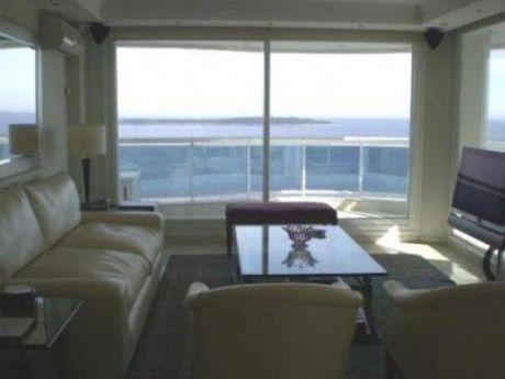 Apartamentos En Playa Mansa: Cte3914a