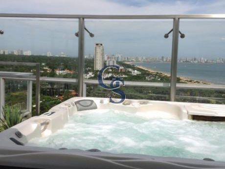 Apartamento En Torre Madison,  En Venta, Mansa, Punta Del Este, 3 Dormitorios.