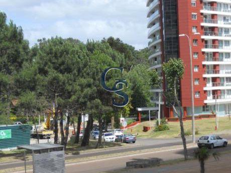A Pasos De Centro Deportivo.