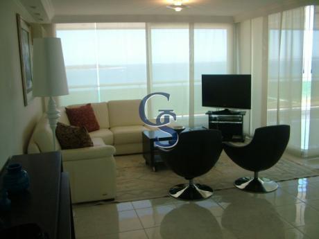 Apartamento En Coral Tower,  En Venta, Mansa, Punta Del Este, 3 Dormitorios.