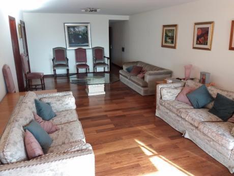 4 Habitaciones,escritorio.amplia Recepción.estar. 3 Garajes.excepcional.