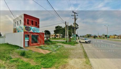 Local Comercial En Esquina Sobre Fernando J. Carballo