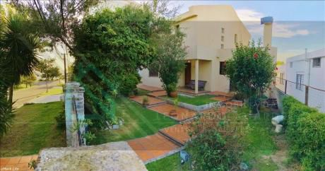 Gran Casa A Pasos De Rambla | Salida A 2 Calles, 3 Plantas
