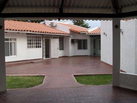 Casa Amplia Zona Las Palmas