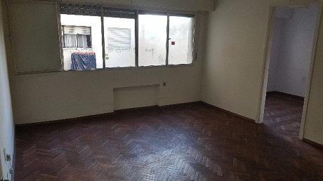 Excelente Apartamento Sobre La Avenida 18 De Julio