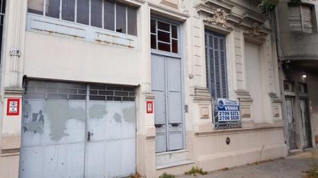 Casa De 4 Ambientes + 2 Apartamentos Para Reciclar
