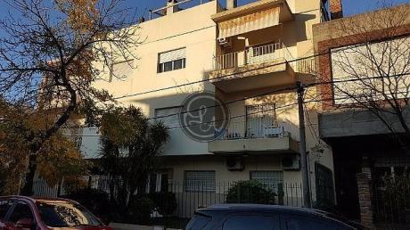 Excelente Apartamento En La Zona De Pocitos A Pasos De Bv España