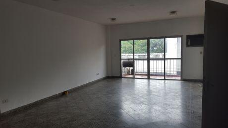 Edificio Con Casa Incluida Zona Centro. (90)