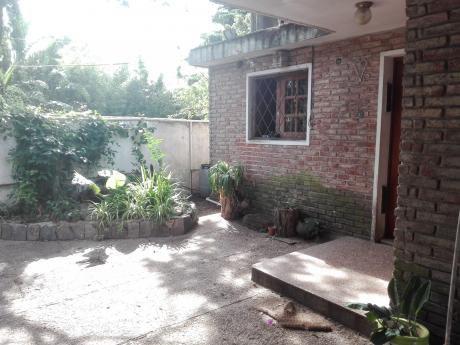 Agosto Vende 2 Casas En Un Padrón Con Fondo Y Cocheras