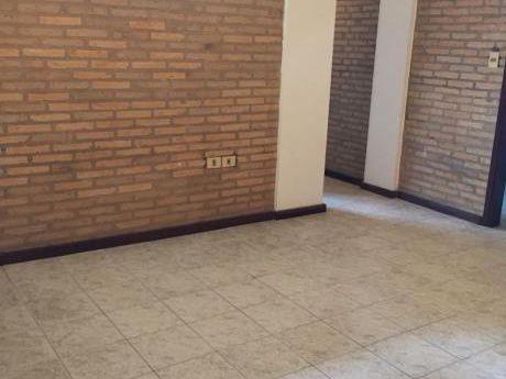 Alquilo Departamento De 2 Dormitorios. Zona Multiplaza