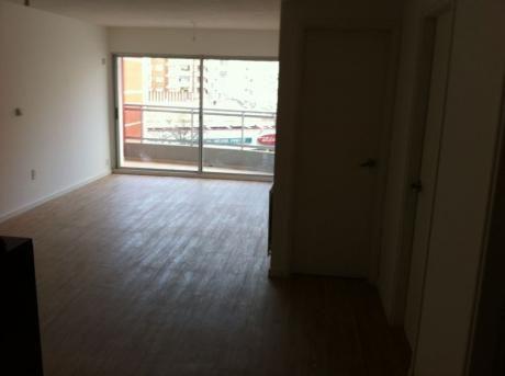 Apartamento En Venta  Ubicacion Ideal A  Metros Playa Pocitos !!