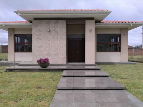 Urubo, Condominio Santa Cruz La Vieja, A 7 Min. Del 4to. Anillo. Casa En Venta